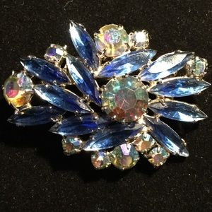 Jewelry - Vintage Gem Stone Brooch